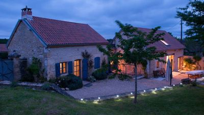 Photo for Near Montignac Lascaux, exceptionnal view and spaces, heated pool