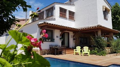 Photo for Beautiful detached villa, 4 bedrooms with private pool.