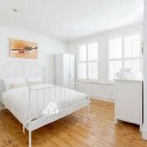 Photo for Bright welcoming apartment with terrace, Fulham 3 bed