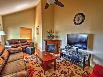 Flagstaff Townhome w/Hot Tub: Easy Access Downtown
