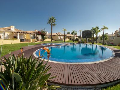 Photo for Stunning modern family villa in Vilamoura with great pool area