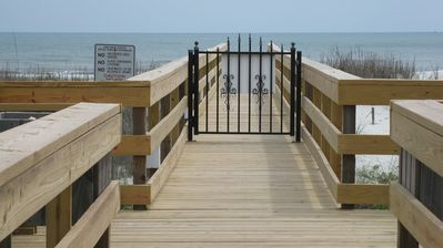 Your Private Boardwalk to the Beach (Newly Renovated)