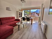 Modern, spacious, clean, comfortable, good location, great service!