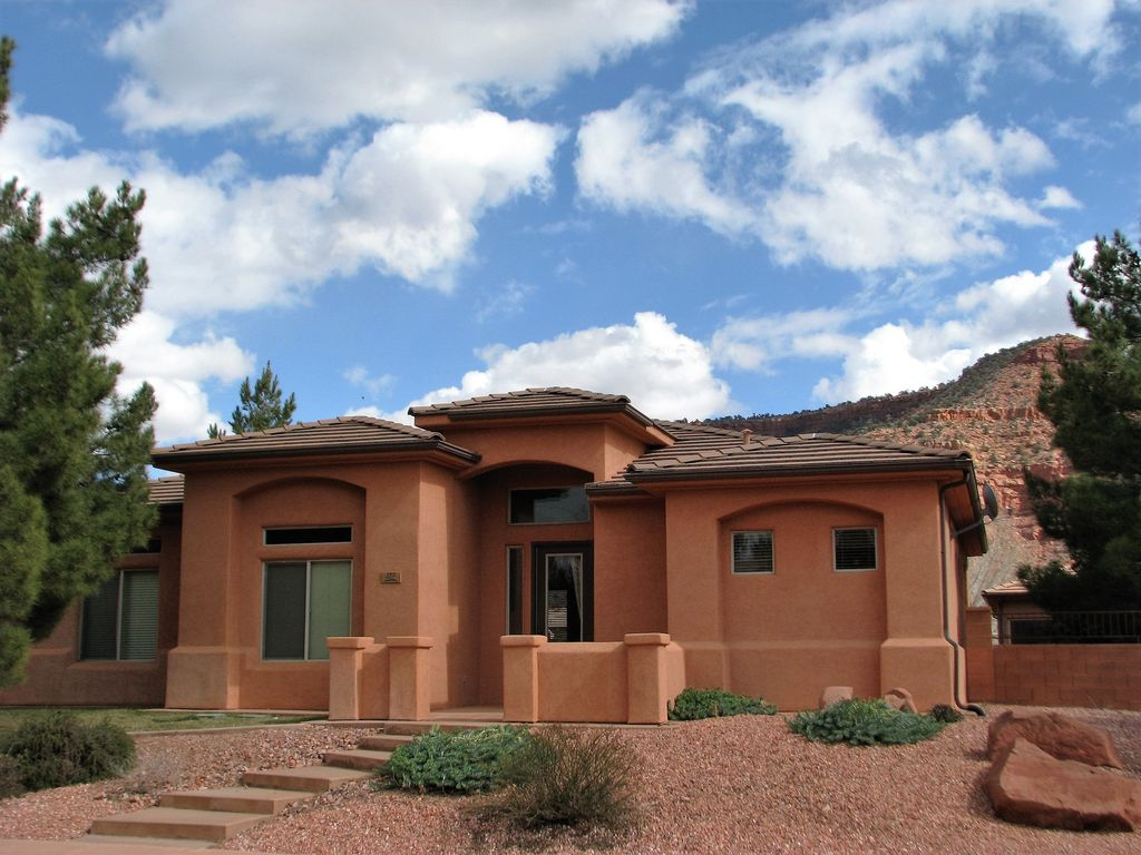 Beautiful house in red rock canyon walking homeaway for Cost to build a house in little rock