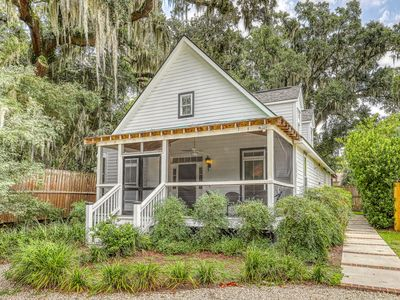 Photo for Cottage w/ screened porches & firepit - close to Savannah & Tybee!