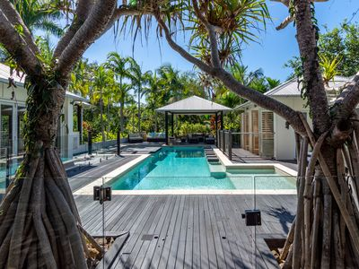 Photo for Luxury Bali style house in Noosa