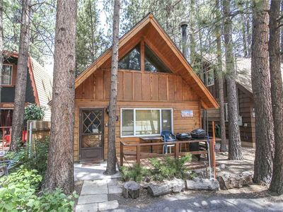 Photo for Moonridge Hideaway - 2BR/1BA/Walk to Ski Resort/WiFi/ Cozy Fireplace/FREE 2 hour Bike/Kayak Rental!