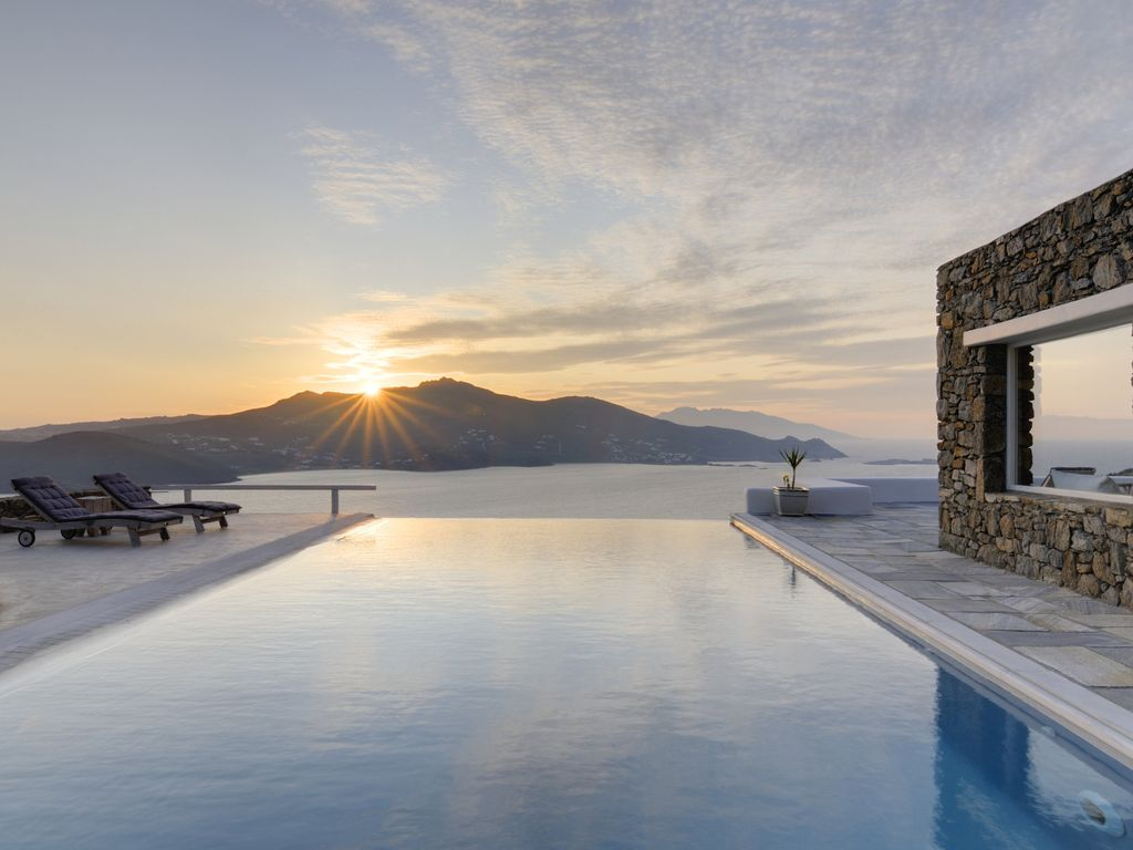 secluded stuning villa infinity pool and s homeaway. Black Bedroom Furniture Sets. Home Design Ideas