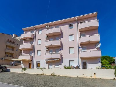 Photo for This apartment has one bedroom, bathroom, kitchen, air conditioning, washing machine and only 500 meters to the nature park