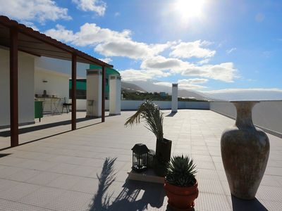 Photo for Spacious penthouse in Tazacorte with expansive views