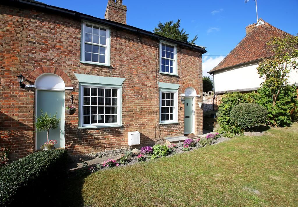 Pilgrim Cottage - a cottage that sleeps 6 guests in 3 bedrooms