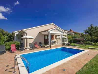 Photo for Single storey house with pool, enclosed garden, privacy, near Labin, beach 7 km