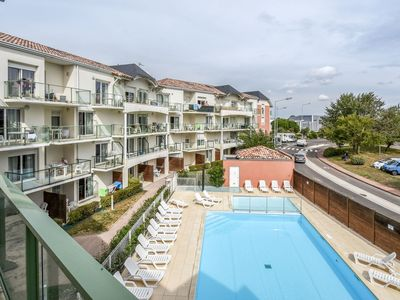 Photo for Nice apartment for 6 people with pool, WIFI, TV, balcony, pets allowed and parking