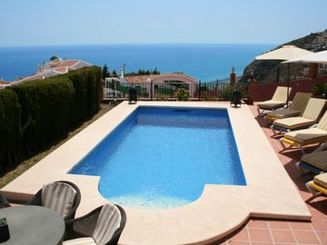 NERJA Villa STUNNING SEA VIEW, POOL, Incl WIFI and AIR CON, CINEMA/GAMES ROOM