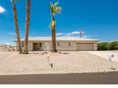 Photo for Beautiful 3 Bed 2 Bath Home, sleeps up to 8. Private and Quiet Neighborhood!