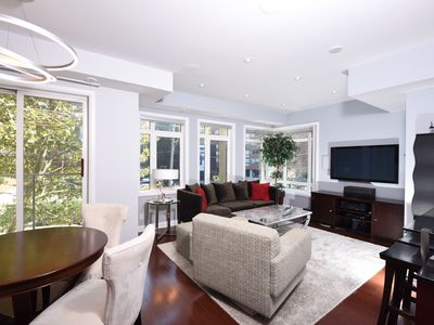 Photo for Deluxe Yorkville Townhouse