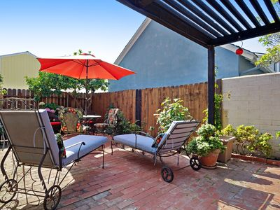 Photo for Bright cottage on the peninsula w/ courtyard - walk to the beach!