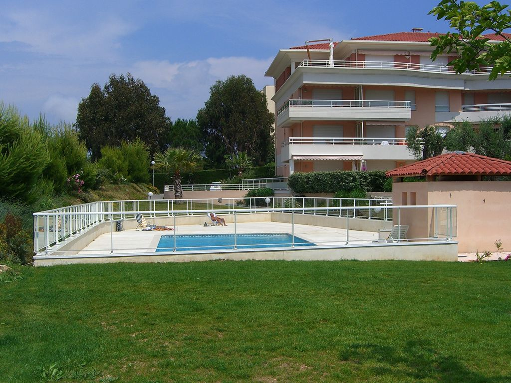 Perfect holiday for 6/8 guest: Luxury Apartment with Pool, Gardens ...