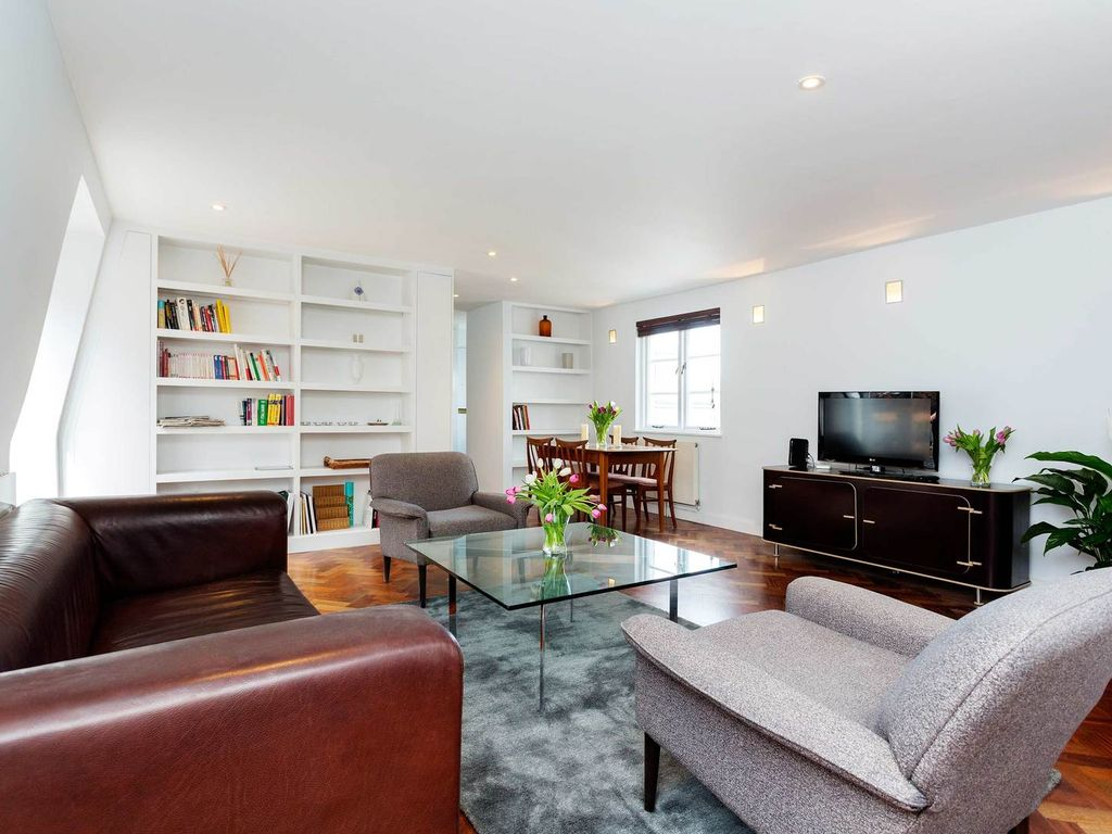 2 bedroom apartment in the heart of covent vrbo for Covent garden pool table