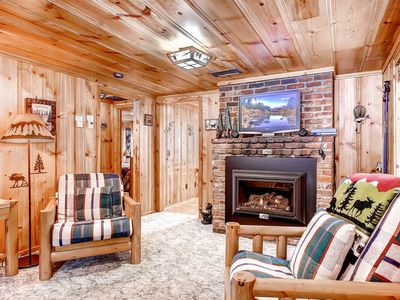 Photo for Craig's Cozy Cabin - Walk to Lake, Dining, Grocery