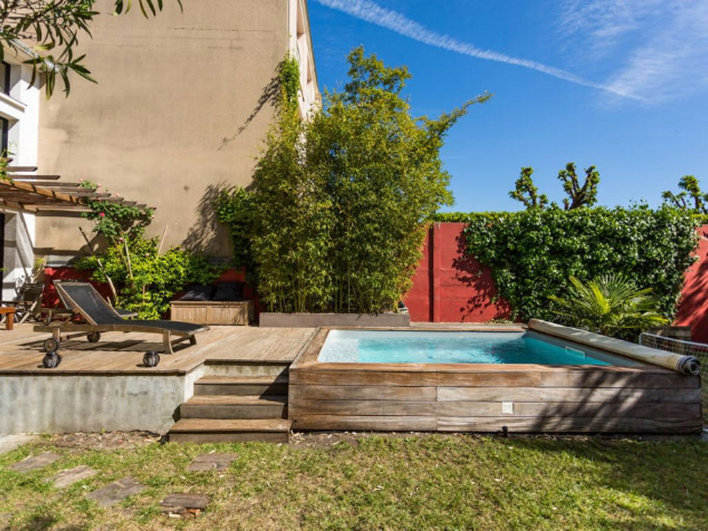Apartment in bordeaux stall with pool and garden bordeaux for Bordeaux piscine judaique