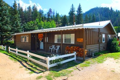 Ski Lope Lodge - Single-level Home in Town, WiFi, Satellite TV,  Washer/Dryer, Trailer Parking - Red River