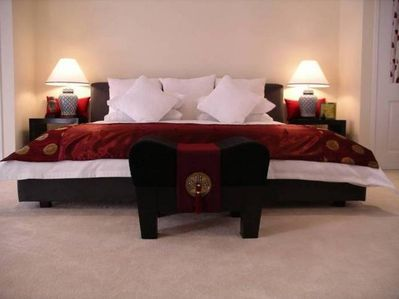Luxurious Kind Size bed with high quality linen.