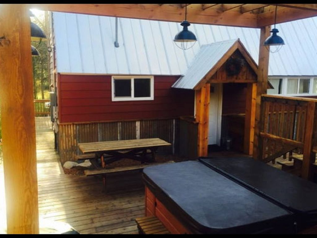 amazing hot tub sauna #10: Front of cabin with private entrance