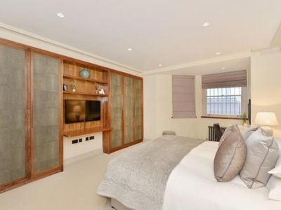 Photo for Super Luxury two bedrooms located in heart of mayfair.