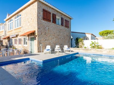 Photo for This 4-bedroom villa for up to 8 guests is located in Empuriabrava and has a private swimming pool,