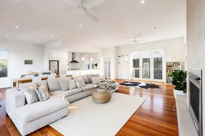 Queen Adelaide - Open Plan Living b
