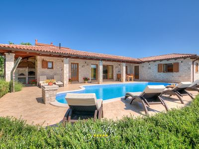 Photo for Enchanting villa in a peaceful and natural setting