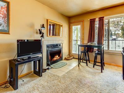 Photo for Cozy, ski-in/ski-out, dog-friendly studio with shared hot tub & sauna!