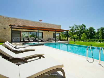 Photo for Modern villa with infinity pool in Central Istria