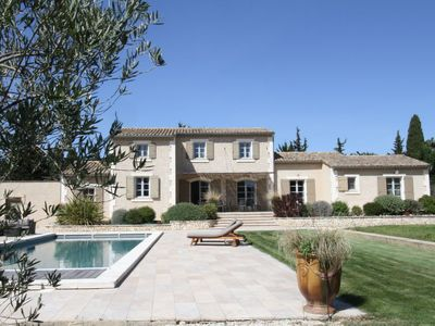 Photo for 5 bedroom Villa, sleeps 9 in Raphèle-lès-Arles with Pool, Air Con and WiFi