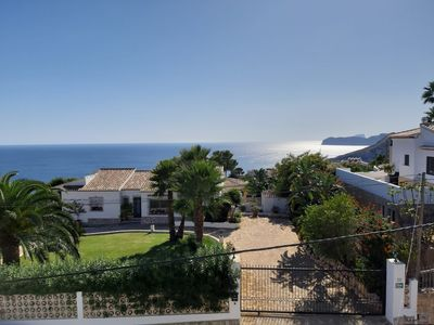 Photo for Villa with panoramic sea views for 8 people