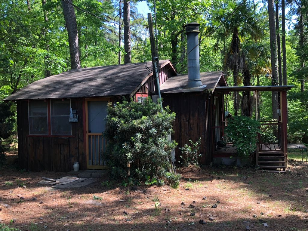 NEW LISTING - 1 BDRM Cabin with Kitchenette (Woodsy Cabin)
