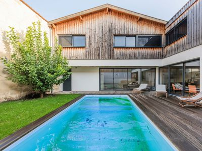 Photo for Superb house with pool in Chartrons