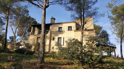 Photo for VERY LARGE VILLA IN THE PINEDE AT THE FOOT OF LUBERON