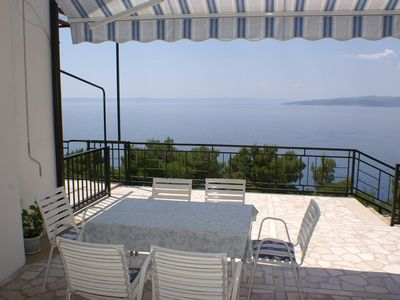 Photo for Two bedroom apartment with terrace and sea view Bratuš (Makarska) (A-2627-c)