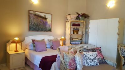 Photo for Lilacs Loft cottage just 1km from the beach