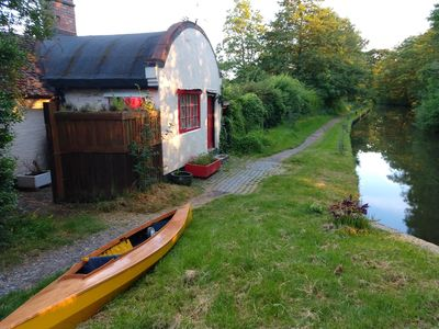 Photo for Unique lockside canal cottage.