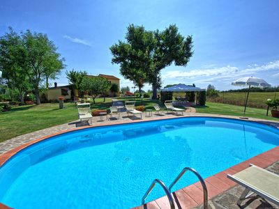 Photo for Private Villa with WIFI, private pool, TV, pets allowed, panoramic view, parking, close to Arezzo