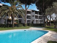 The apartment was well equipped, comfortable and very good location. L'Escala is very quiet in Oct