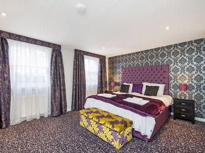 Photo for Colorful and modern 2-bedroom near Oxford street