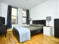 Although the apartment probably doesn't have a seize of 80 m2 it's a very nice place for two people