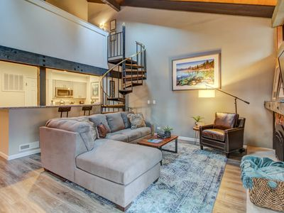 Photo for Townhouse w/private lake access, & shared hot tub & pool