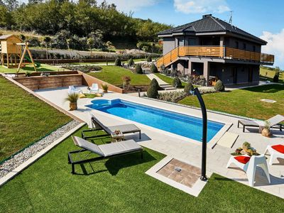 Photo for This 3-bedroom villa for up to 6 guests is located in Kvarner Bay and has a private swimming pool, a