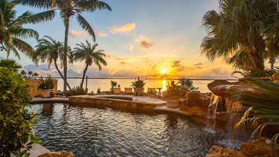 Photo for Luxurious Oceanfront 5BR Property with Pool & Waterfall