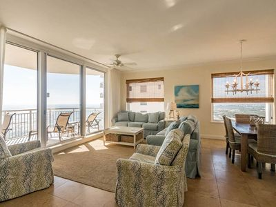 Photo for Gorgeous unit, 2 beach chairs included, Quick walk to dining